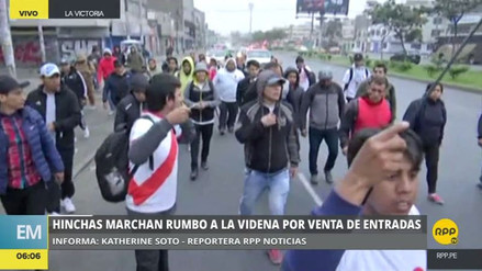 Un grupo de personas marchó a la Videna en rechazo a la venta online de entradas