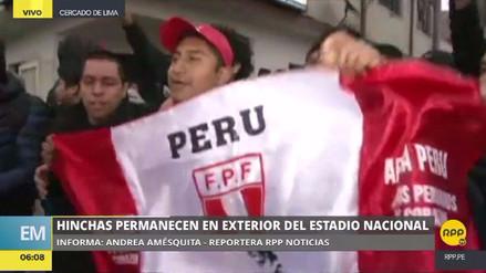 Decenas amanecieron cerca del Estadio Nacional con la esperanza de comprar una entrada