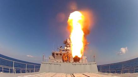 Submarinos rusos lanzan misiles contra posiciones de ISIS en Siria