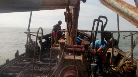 Embarcación pesquera 'Mi Alberto' se incendió en litoral de Chiclayo