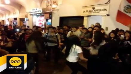 Hinchas peruanos festejaron empate en diversas regiones del país