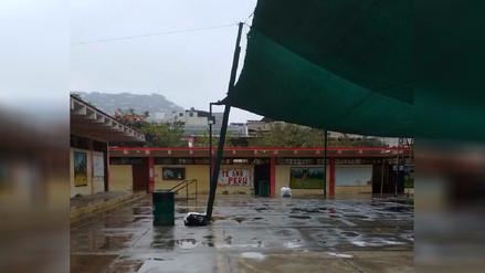 Estructura a punto de caer pone en riesgo seguridad de niños en colegio de VMT