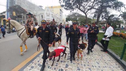 Policía Nacional patrulla calles alentando a la selección