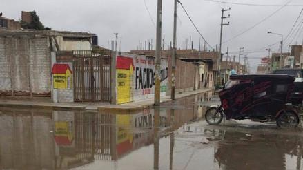 Cuestionan que alcalde de Pimentel no se interese en calles anegadas