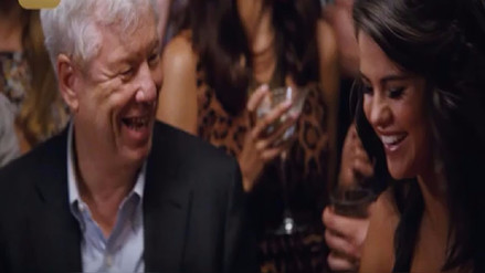 El Nobel de Economía que actuó junto a Selena Gomez