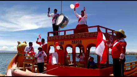 Puneños alientan a la selección peruana desde la isla de los Uros