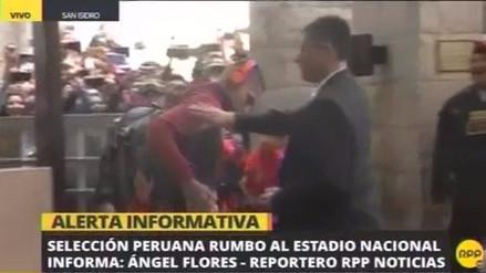Selección Peruana: Niño burló seguridad para abrazar a Paolo Guerrero