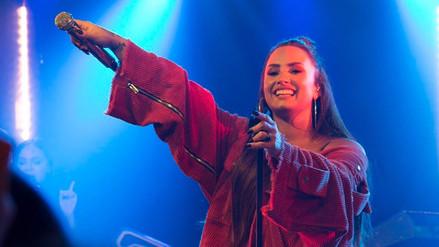 Demi Lovato tiene curiosa reacción al quedar sin voz en concierto