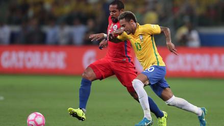 Brasil goleó a Chile en Sao Paulo y le dio el repechaje a Perú
