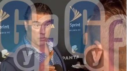 Video | Eduardo Yáñez pierde los papeles y agrede a reportero