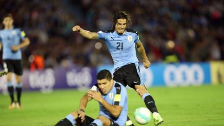 Luis Suárez y Edinson Cavani fueron captados discutiendo en pleno partido
