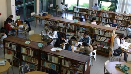 ¿Cuántos peruanos estudian en las universidades argentinas?