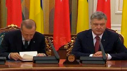 Presidente de Turquía se queda dormido en conferencia con su homólogo de Ucrania