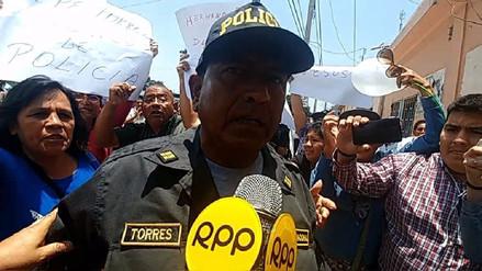 Piden 12 meses de prisión para policía que protestó contra ministro