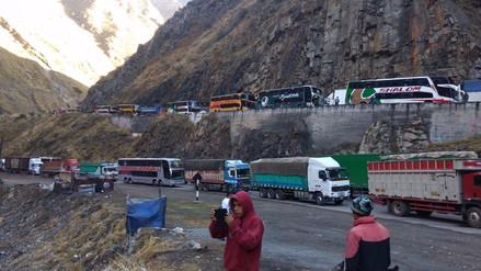 Huarochirí: vehículos se encuentran varados en la Carretera Central