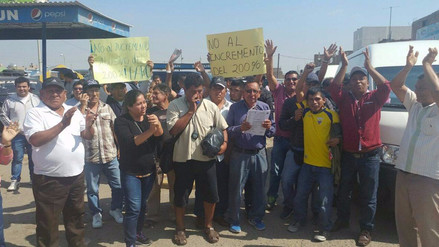 Transportistas protestan contra municipio por incremento de tarifa de parqueo