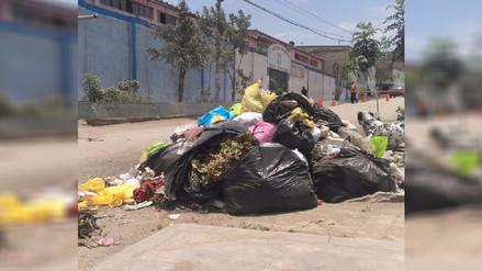 Desmontes de basura en VMT y Los Olivos genera incomodidad desde hace cinco días