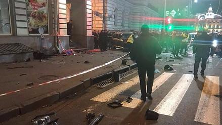 Camioneta embiste en Ucrania y deja al menos 6 muertos