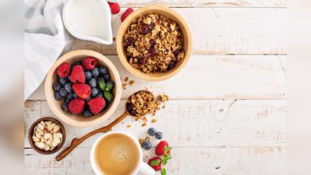 Estudios indican que debes desayunar hasta una hora después de haber despertado