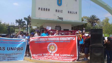 Trabajadores de Universidad Pedro Ruiz Gallo iniciaron huelga nacional