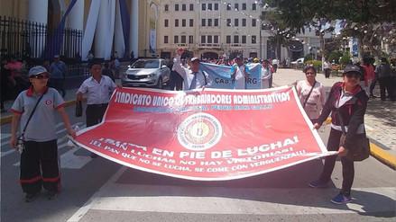 Administrativos de Universidad Pedro Ruiz Gallo realizan marchan de protesta