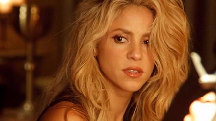 Critican foto de Shakira en Facebook por exceso de Photoshop