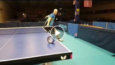 Jugador de ping pong imita el mejor tiro de Rafael Nadal... una y otra vez