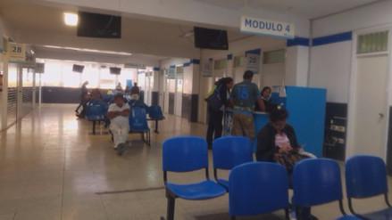 Pacientes afectados por paro de enfermeros de EsSalud