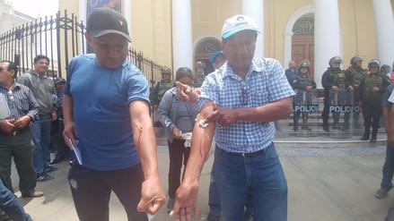 Trabajadores en huelga de UNPRG se desangran en catedral de Chiclayo