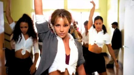 Britney Spears se muestra con el look de 'Baby One More Time'