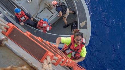 Rescatan a dos mujeres y sus perros tras estar perdidos cinco meses en el océano Pacífico