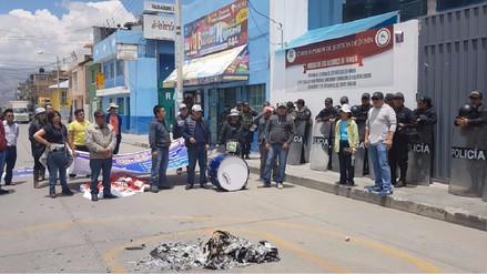 Trabajadores judiciales quemaron expedientes durante huelga
