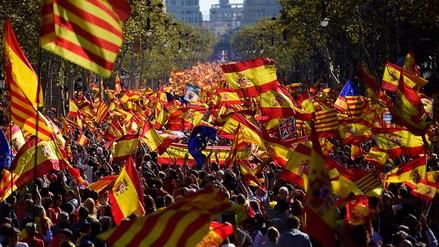 Cientos de miles marchan en Barcelona en contra de la declaración de independencia
