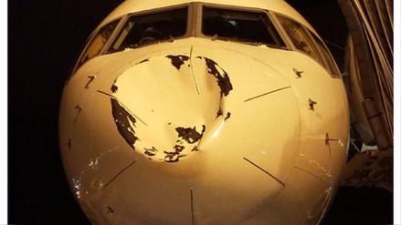 Avión sufre daños tras chocar con 'algo' a 9 mil metros de altura