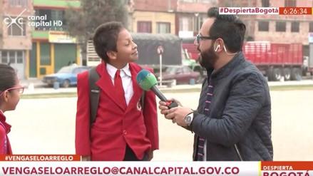Un niño abandonó una entrevista al saber que podía llegar tarde a la escuela
