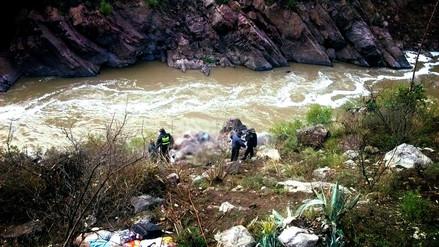 Nueve muertos luego de que un ómnibus cayó al río Mantaro