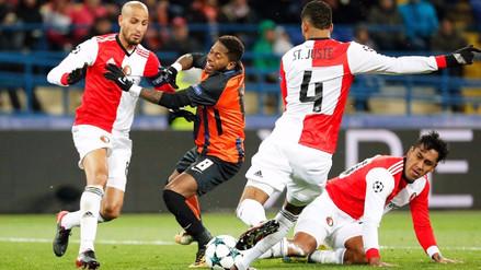 Renato Tapia jugó como defensa central con el Feyenoord la Champions League