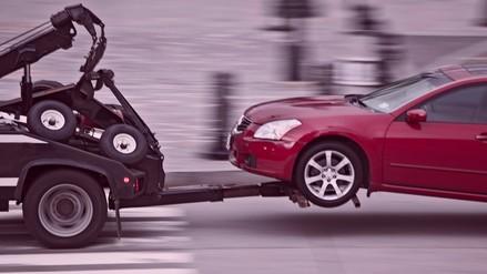 Reportaje | Municipalidades llevan autos al depósito de manera ilegal