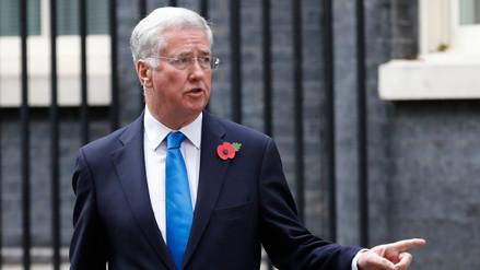 Ministro británico de defensa renuncia tras ser acusado de acoso sexual