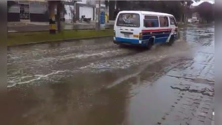 Colapsó tubería de agua en Trujillo