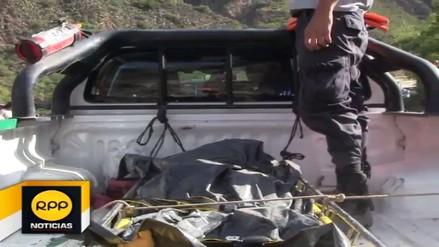 Rescatan dos cuerpos del siniestrado bus de Turismo Central