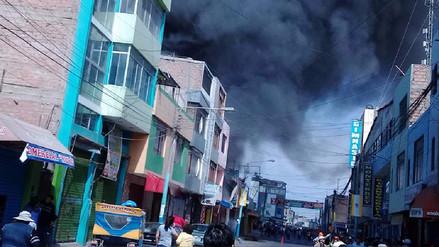 Incendio de grandes proporciones generó alarma en Camaná