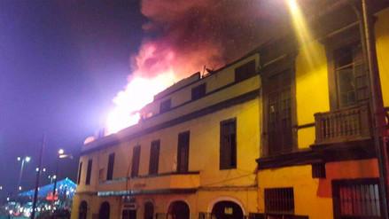 Un incendio consumió parte del tercer piso de una vivienda en el Rímac