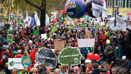 Miles de manifestantes exigen en Alemania el fin de los combustibles fósiles