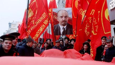 Comunistas marchan en Moscú para celebrar el centenario de la Revolución de Octubre