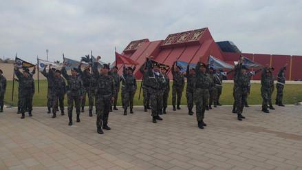 Soldados alientan a la selección peruana para el duelo de repechaje