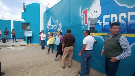Alcalde y pobladores de Puerto Eten protestan en Epsel por falta de agua