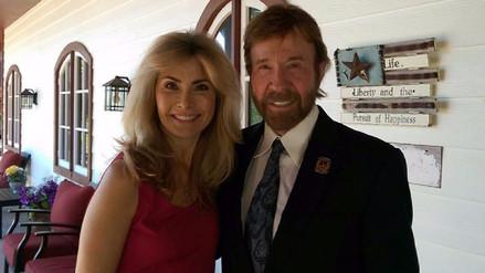 Chuck Norris puso fin a su carrera para cuidar a su esposa