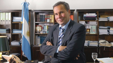 Fiscal cree que Nisman fue asesinado y pide investigar a sujeto que le entregó el arma