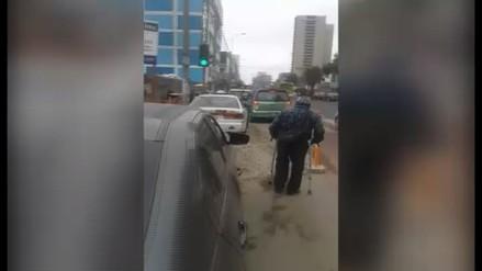 Obra complica el tránsito para peatones y vecinos en la Av. Arenales